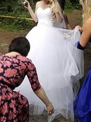 Продам шикарное,  очень пышное свадебное платье на р.40-42 и рост 170